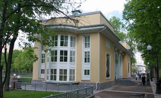 Pavilion-café at Patriarshiye Ponds